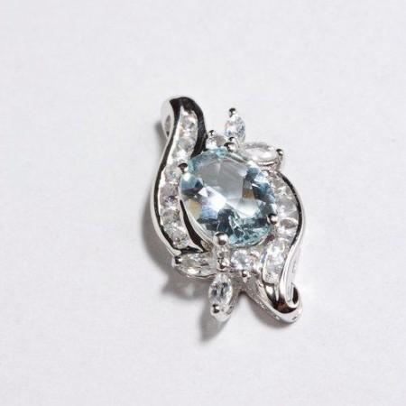 Anheng med diamanter og edelstener